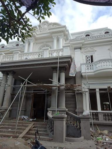 Lộ diện mẫu ngoại thất biệt thự 2 tầng mái mansard đang thi công hoàn thiện